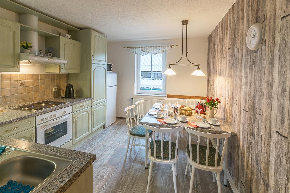 Ferienwohnung Adamsberg - Küche mit Esstisch