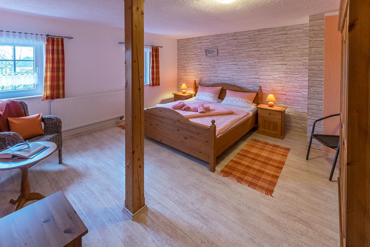 Ferienwohnung Adamsberg - Schlafzimmer1 mit Doppelbett und Schrank