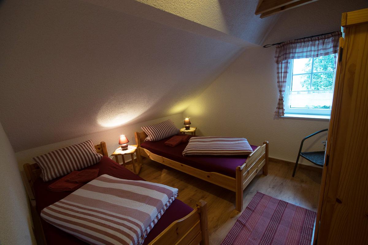 Ferienwohnung Adamsberg - Schlafzimmer3 mit zwei Einzelbetten und Schrank