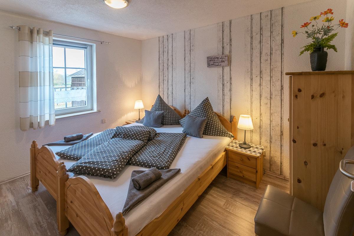 Ferienwohnung Adamsberg - Schlafzimmer4 mit zwei Einzelbetten und Schrank