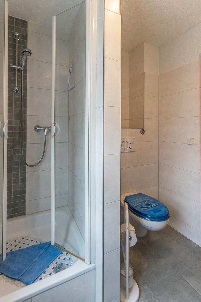 Ferienwohnung Lilienstein - Badezimmer1 mit Dusche und WC