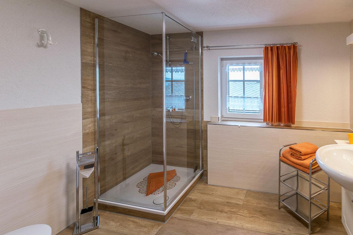 Ferienwohnung Lilienstein - Badezimmer2 mit Dusche und Waschbecken