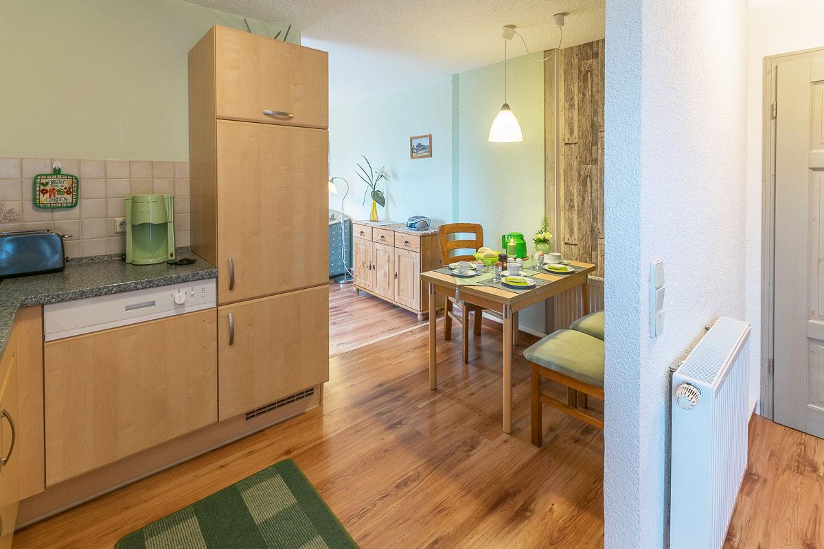 Ferienwohnung Pfaffenstein - Eingang Küche mit Wohnzimmer